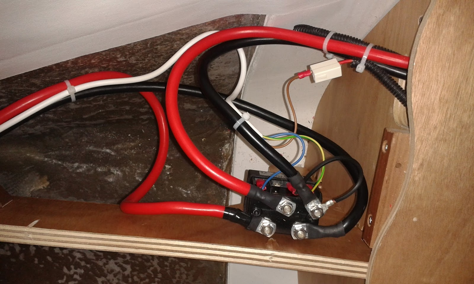 Sun Odyssey 30i Electric Windlass Installation Jeanneau